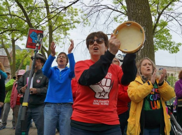 Susan Cohen with Solidarity SingAlong at People Brat Fest 5.25.13