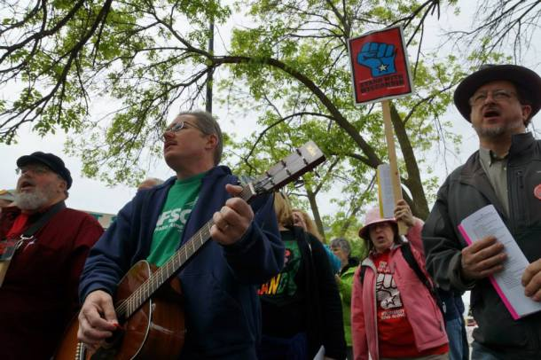 Greg Gordon performs with Solidarity SingAlong at People's Brat Fest